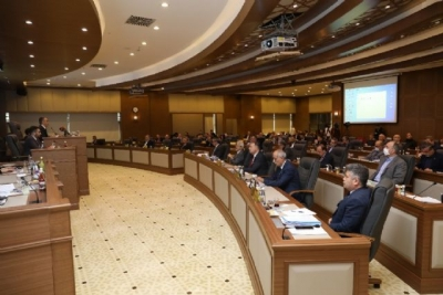 Başarılı personeller mecliste taltif edildi