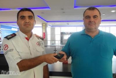 Mardin'de Bir AVM'de Görevli Özel Güvenlik Görevlisi, Bulduğu Cüzdanı Sahibine Teslim Etti.