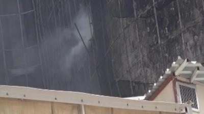 Özel güvenlikten müdahale''Yanan hastaneden bugün dumanlar yükseldi''