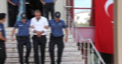 Parktaki Tacizciyi Öfkeli Kalabalıktan Kurtaran Özel Güvenlik, Kelepçeleyerek Polise Teslim Etti