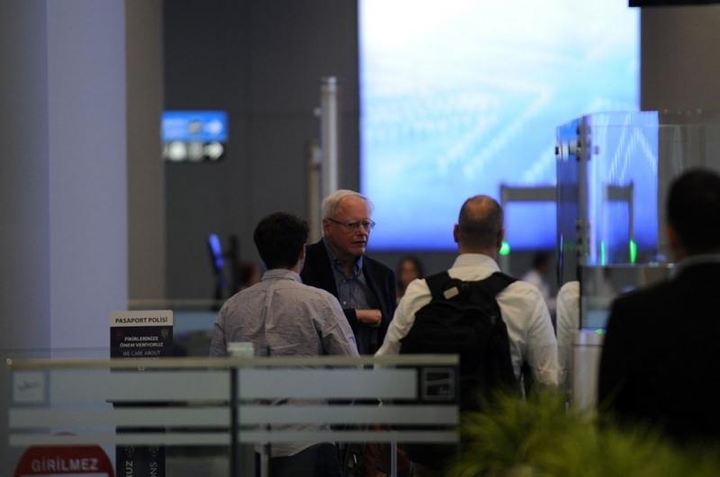 ABD Suriye Özel Temsilcisi Jeffrey, VIP Yerine Yolcu Terminalini Kullandı