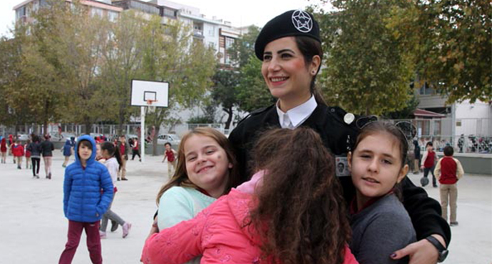 Birçok Okulun Güvenliğini Kadın Güvenlik Görevlileri Sağlıyor