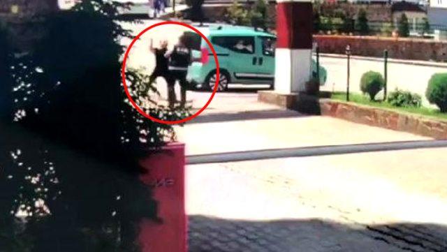 Broşür dağıtımına izin vermeyen özel güvenlik görevlisine saldırı anı güvenlik kamerasına yansıdı