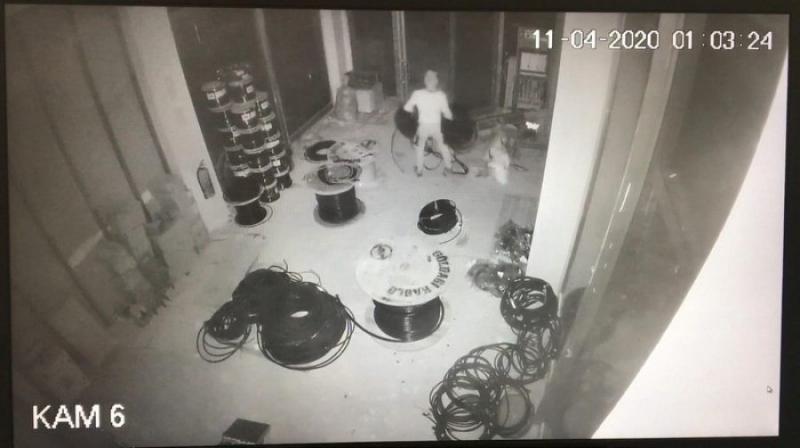 Güvenlik Görevlisi Nöbet Yerinden Ayrıldığı Sırada Hırsızlar..