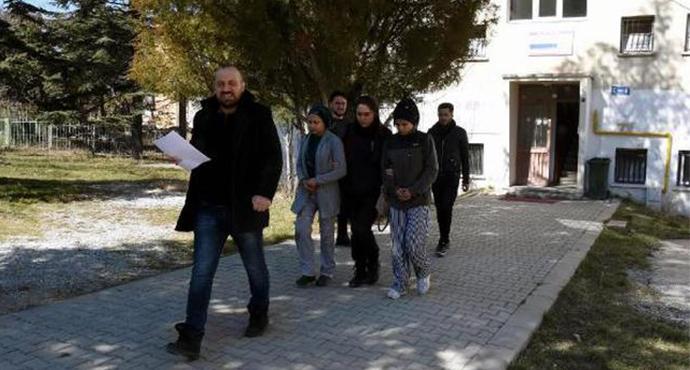 Güvenlik Görevlisine Biber Gazı Sıkıp Kaçtılar
