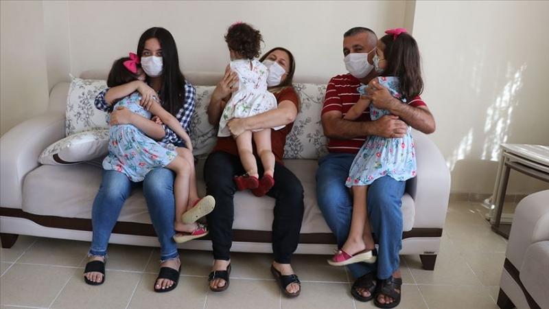 Kızlarının Kardeş İsteğini Kırmayan Çift Üç Çocuğa Anne Baba Oldu