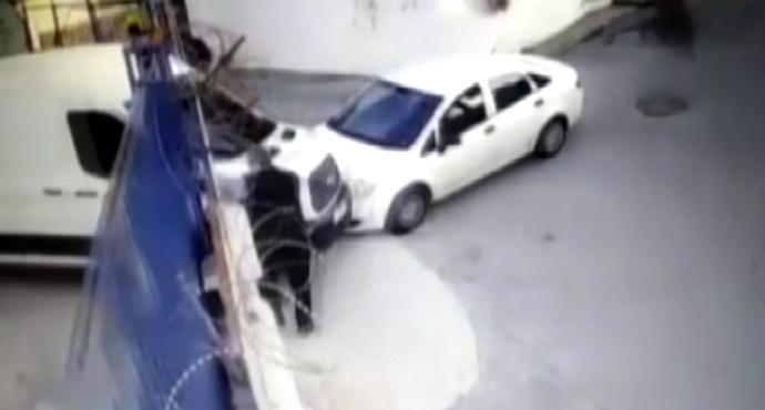 Özel Güvenlik Görevlisi Fark Ettiği Hırsızların Ölümüne Kaçışı Kameralara Yansıdı