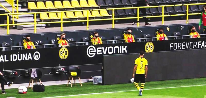 Özel Güvenlik Personeli Maskeli Olarak Stadyum Çevresinde Güvenlik Önlemi Aldı