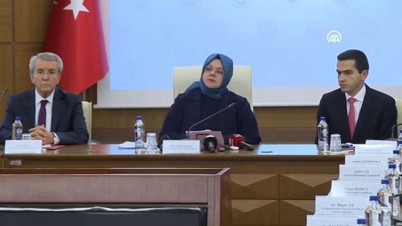 Türk-İş Genel Eğitim Sekreteri, asgari ücret zammını protesto edip basın toplantısından ayrıldı