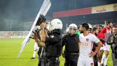 Maç sonrası olaylar çıktı, iki güvenlik görevlisi yaralandı
